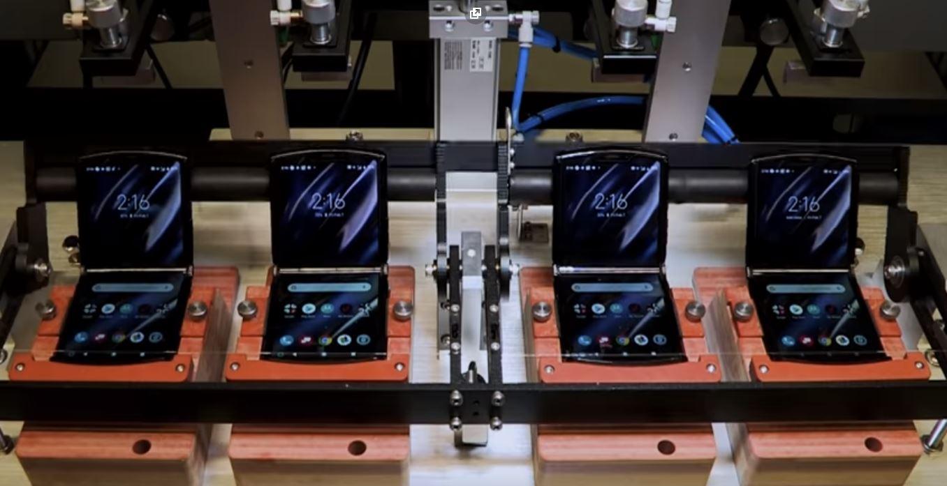 """Motorola contesta il test di CNET: """"il Razr è progettato per durare per anni"""""""