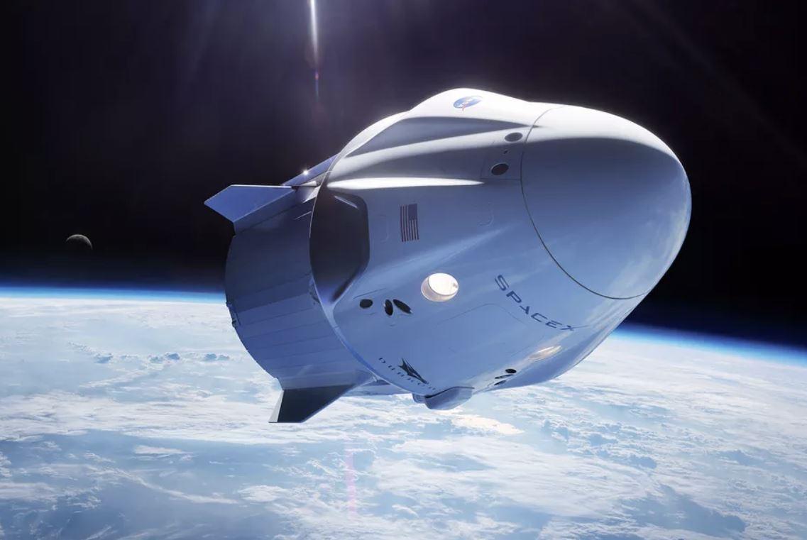 SpaceX manderà i primi turisti nello Spazio già nel 2021