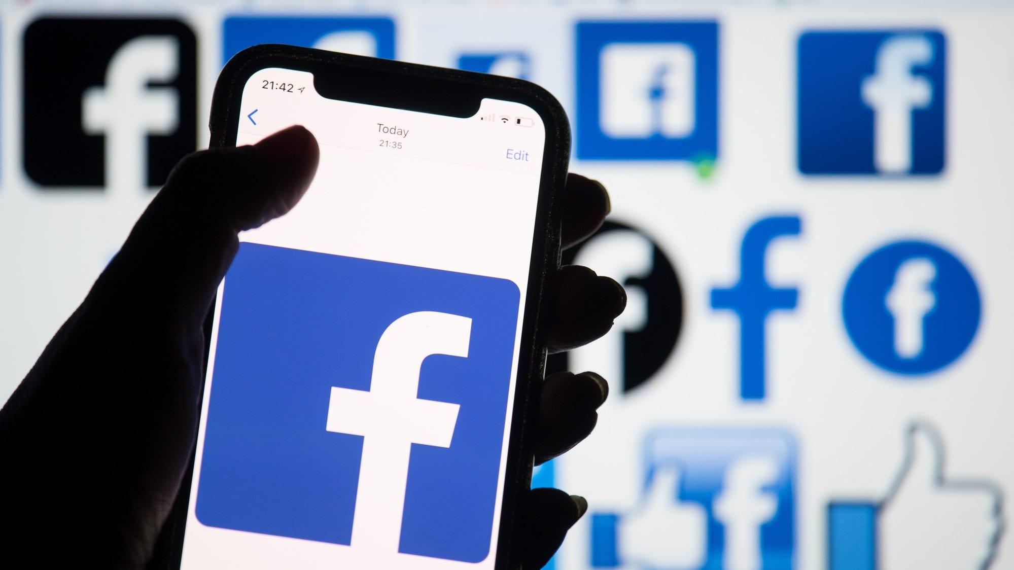 Facebook: crollano i download, a vincere è TikTok