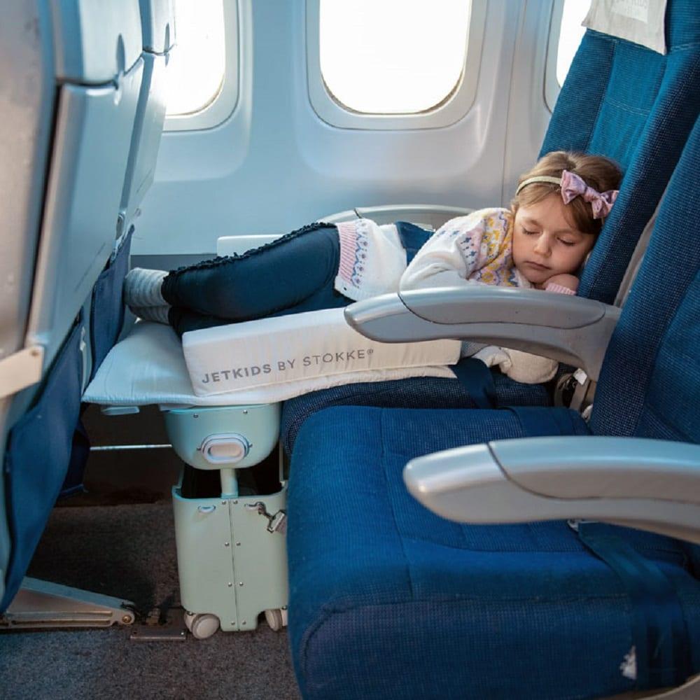 BedBox, la valigia che trasforma il sedile dell'aereo in un lettino per bimbi