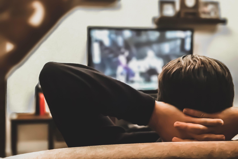 Coronavirus: Mediaset e Rai cambiano il palinsesto, più film per famiglie
