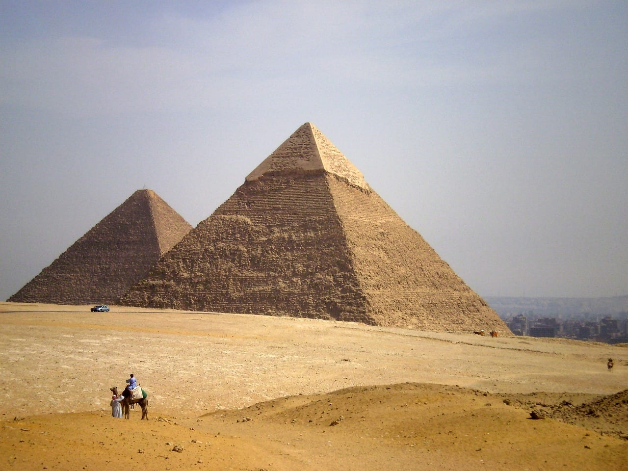 """Elon Musk: """"Le piramidi le hanno costruite gli alieni"""", ma poi ci ripensa"""