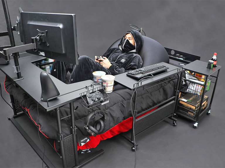 "japan has created the ultimate gaming bed so you never have to rejoin society again 5564 768x576 - Il Giappone crea il ""letto da gaming"": emblema di disagio e degrado sociale"