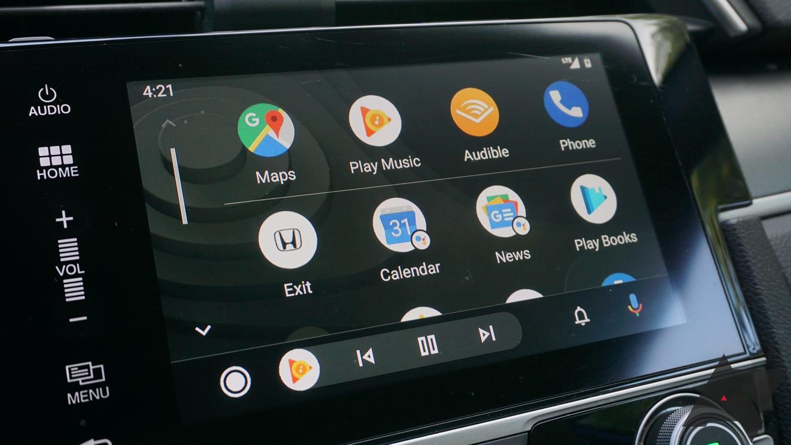 Apple CarPlay e Android Auto sono un pericolo per la guida, dice uno studio