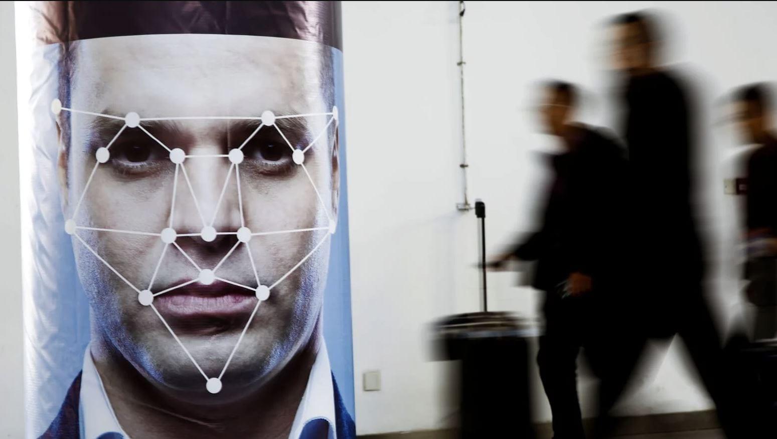 Riconoscimento facciale: l'assenza di regole sta già creando danni, soprattutto alle minoranze