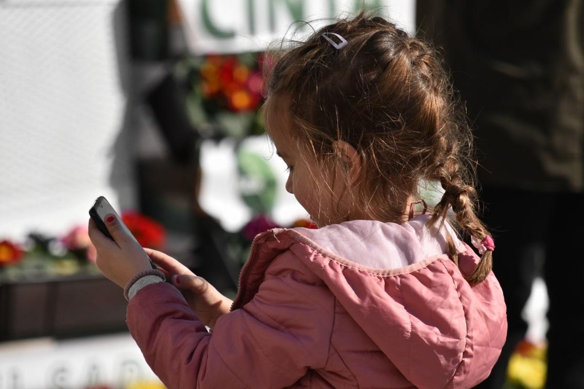Smartphone e tv ai bambini? Il più tardi possibile o calano le capacità di autoregolazione