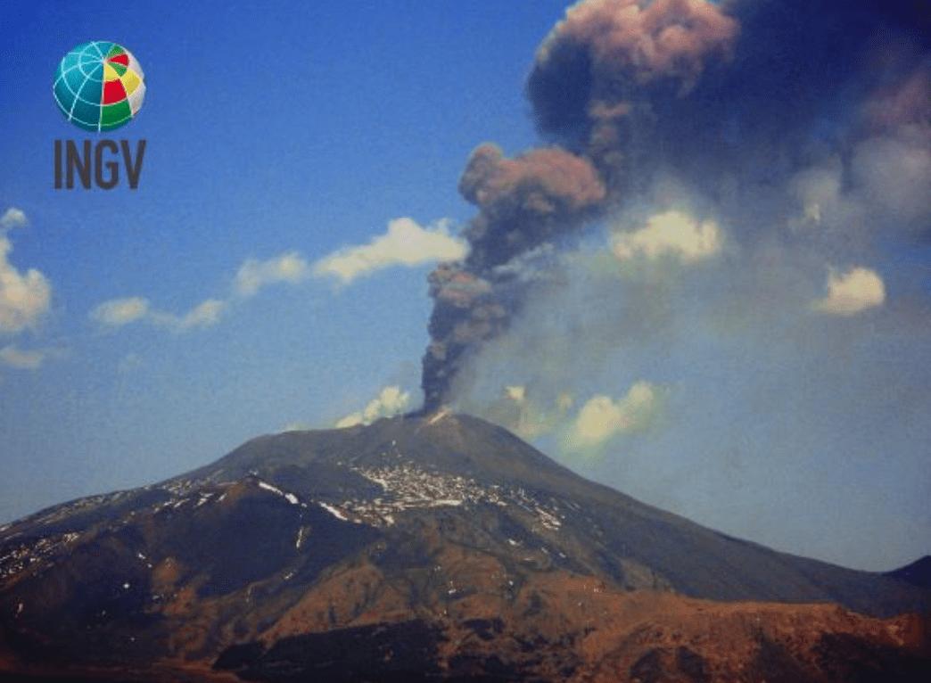 Etna: le immagini e il video dell'eruzione di ieri