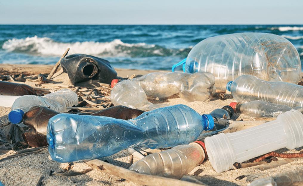Biodegradare la plastica: batteri sensibili al calore ci daranno una mano