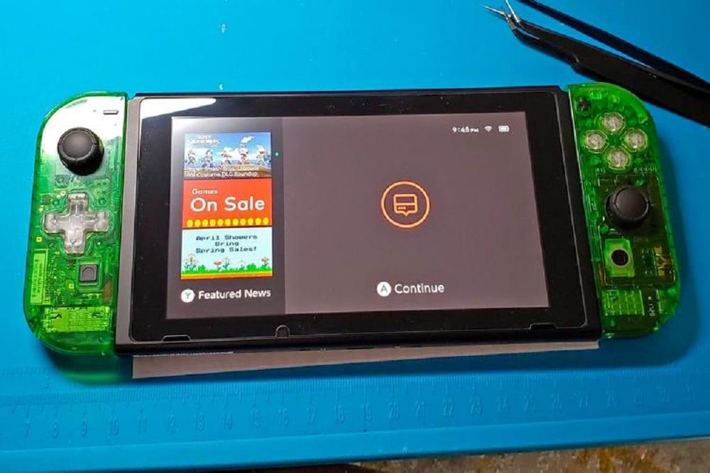 Nintendo Switch: c'è chi se la fa in casa coi pezzi di ricambio, in carenza di scorte