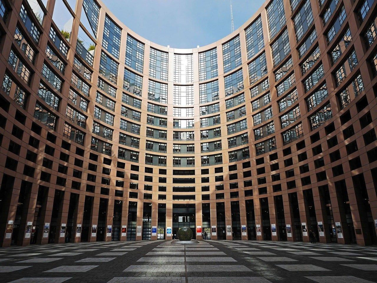 """L'UE sta compilando una """"lista nera"""" delle Big Tech da normare"""