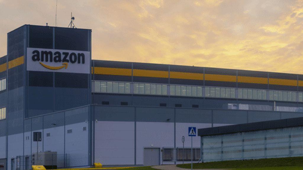"""Amazon, molla uno dei vicepresidenti: """"licenziare chi protesta? È da codardi"""""""
