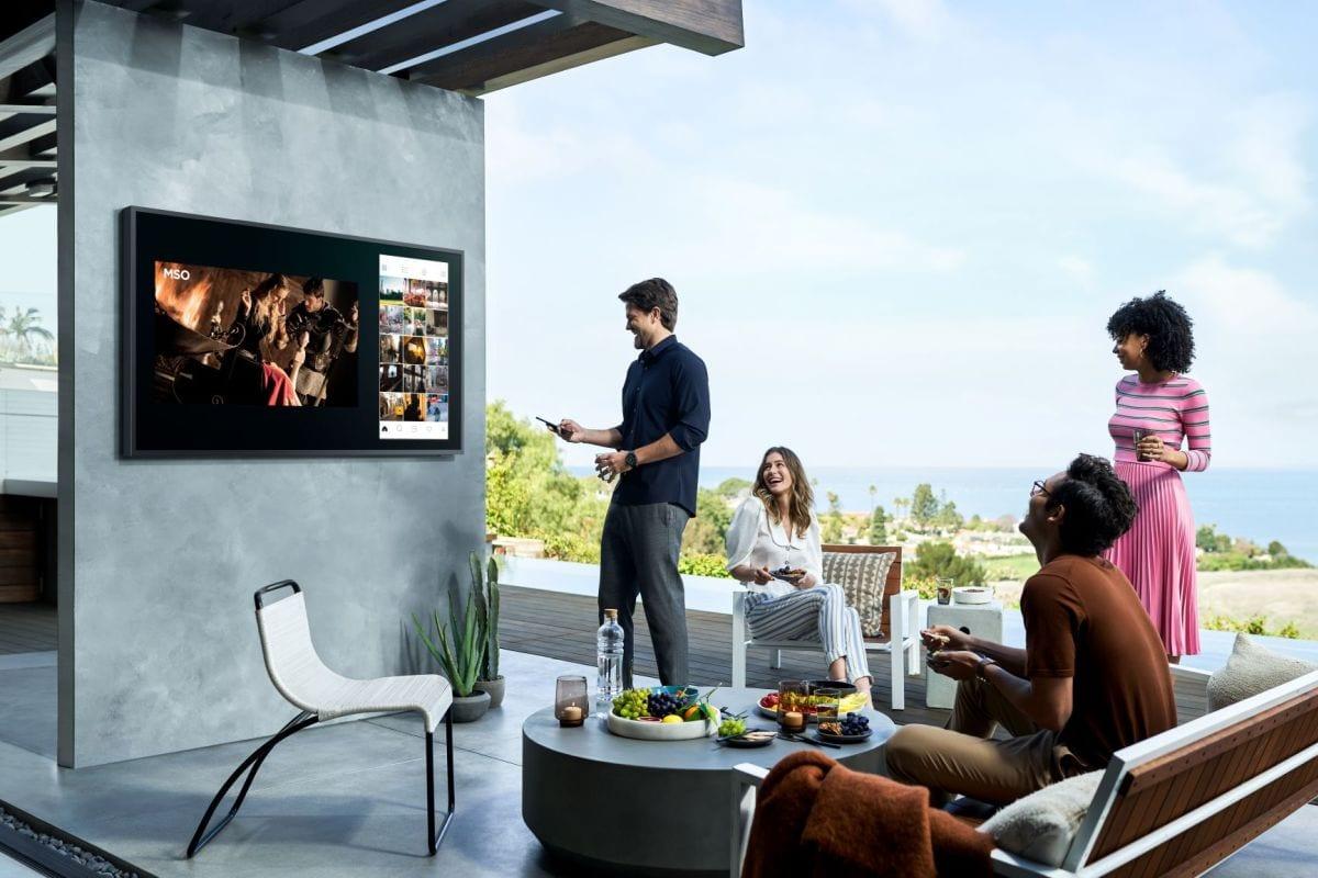 Samsung The Terrace: un televisore da usare all'aperto