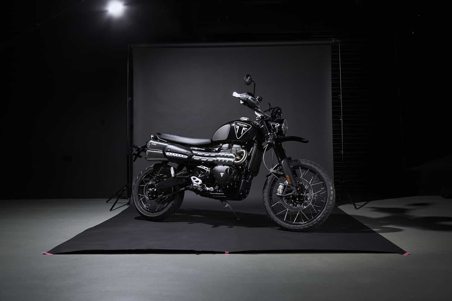 Triumph Scrambler 1200 Bond Edition, una due ruote per i fan di 007