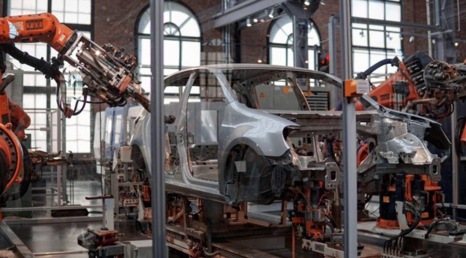 Il crollo dell'automotive in UK: ad aprile numeri simili a quelli della seconda guerra mondiale