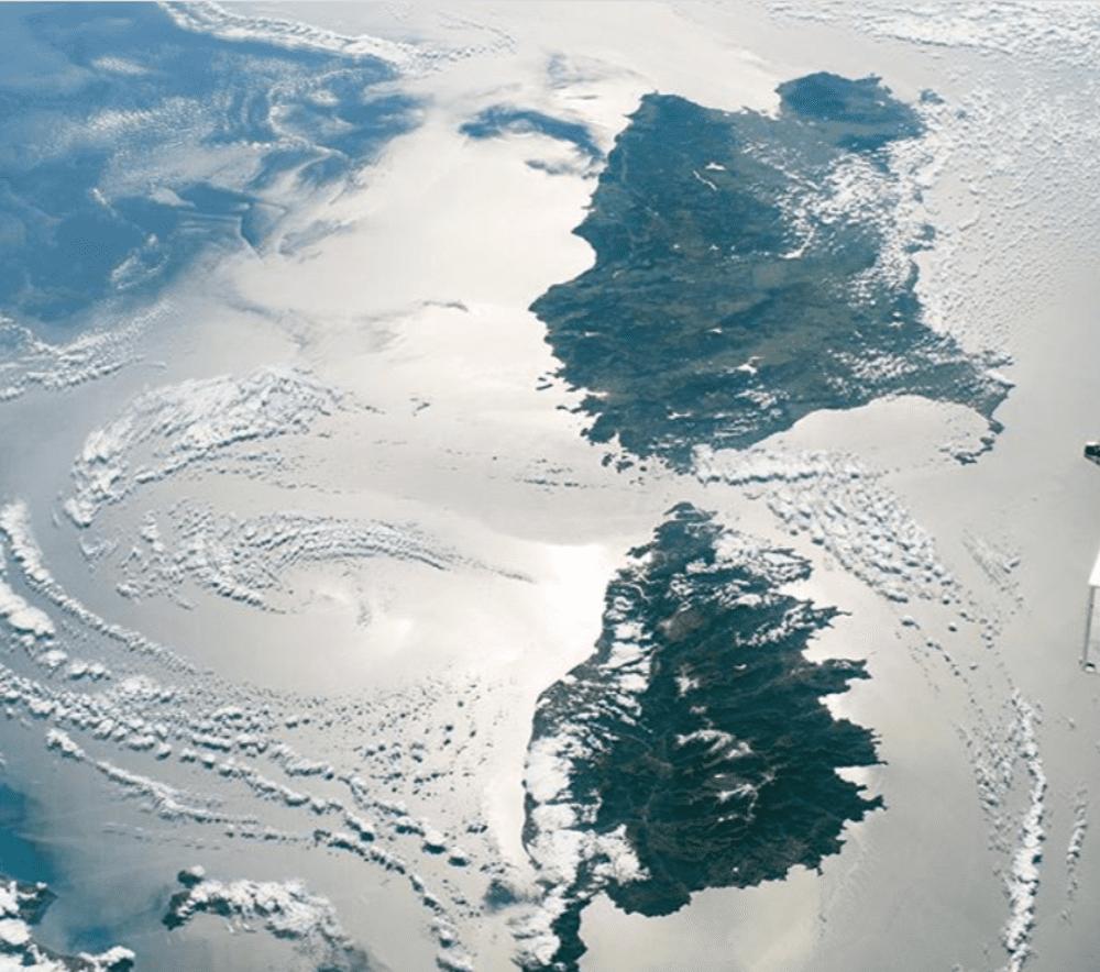 Sardegna e Corsica a testa in giù: la spettacolare foto della NASA