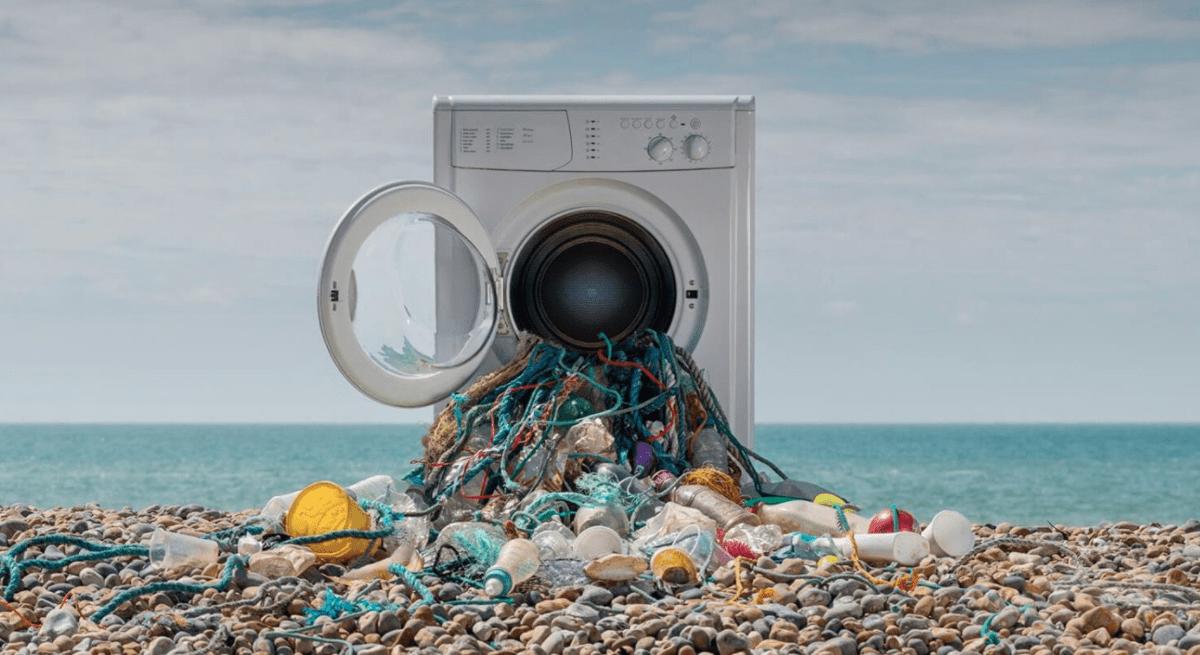 Microfibre: migliaia di tonnellate non andrebbero negli oceani cambiando le abitudini di lavaggio