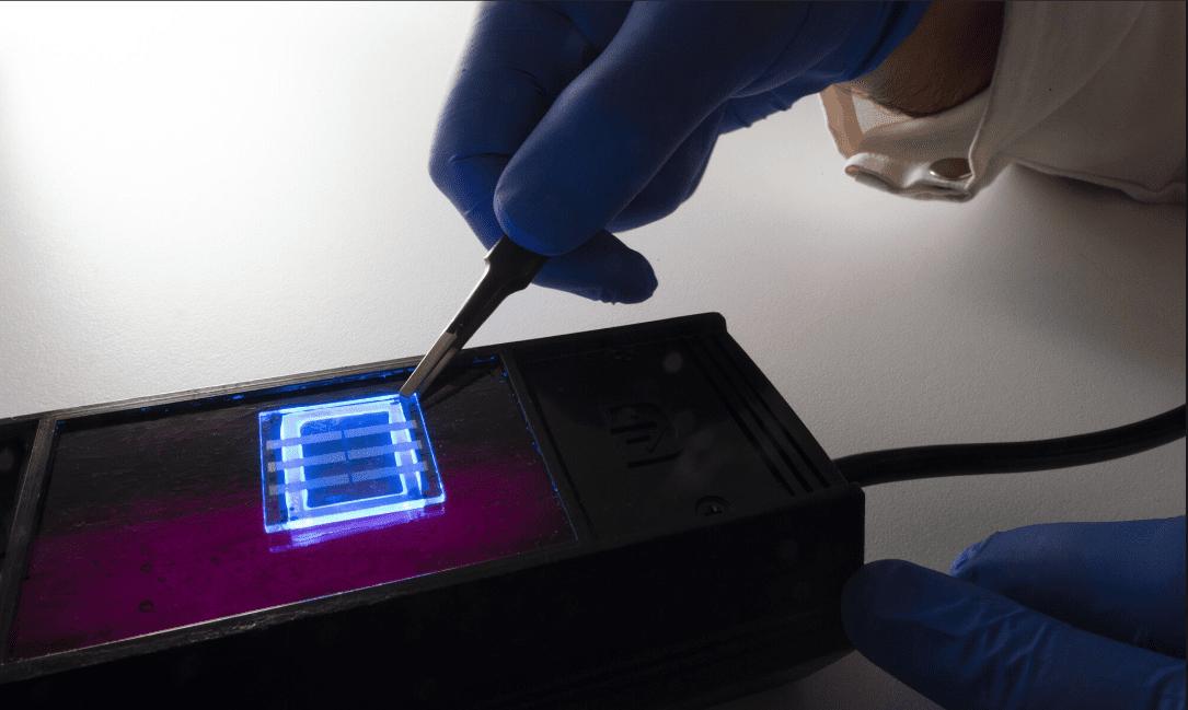 Capelli umani utilizzati per creare display flessibili per dispositivi intelligenti