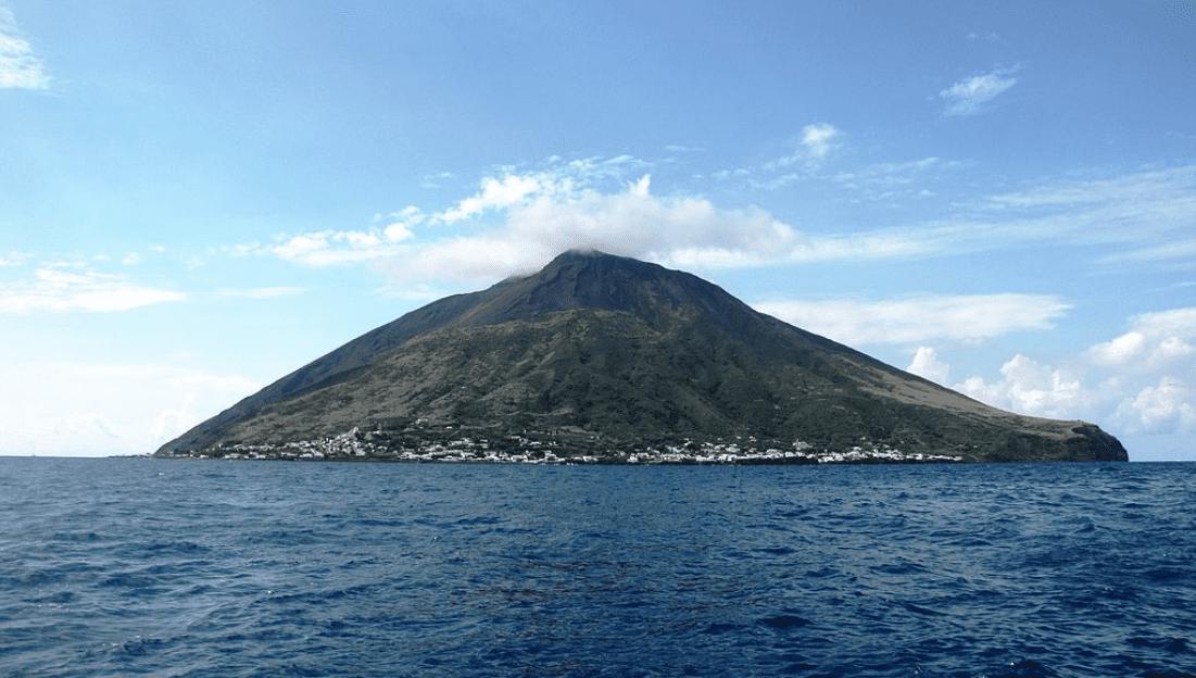 Stromboli: un sentiero porterà fino a quota 400 metri e ci sarà un sistema di allerta precoce