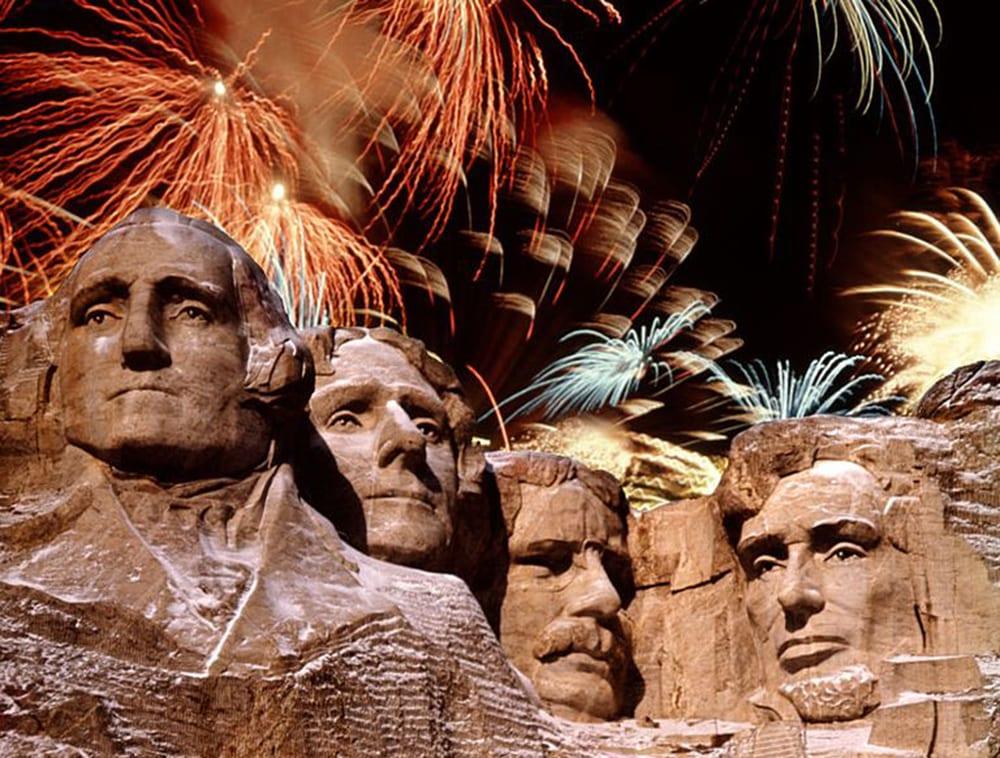 """Fuochi d'artificio del 4 luglio al Monte Rushmore, Trump: """"Cosa può bruciare? È pietra"""""""
