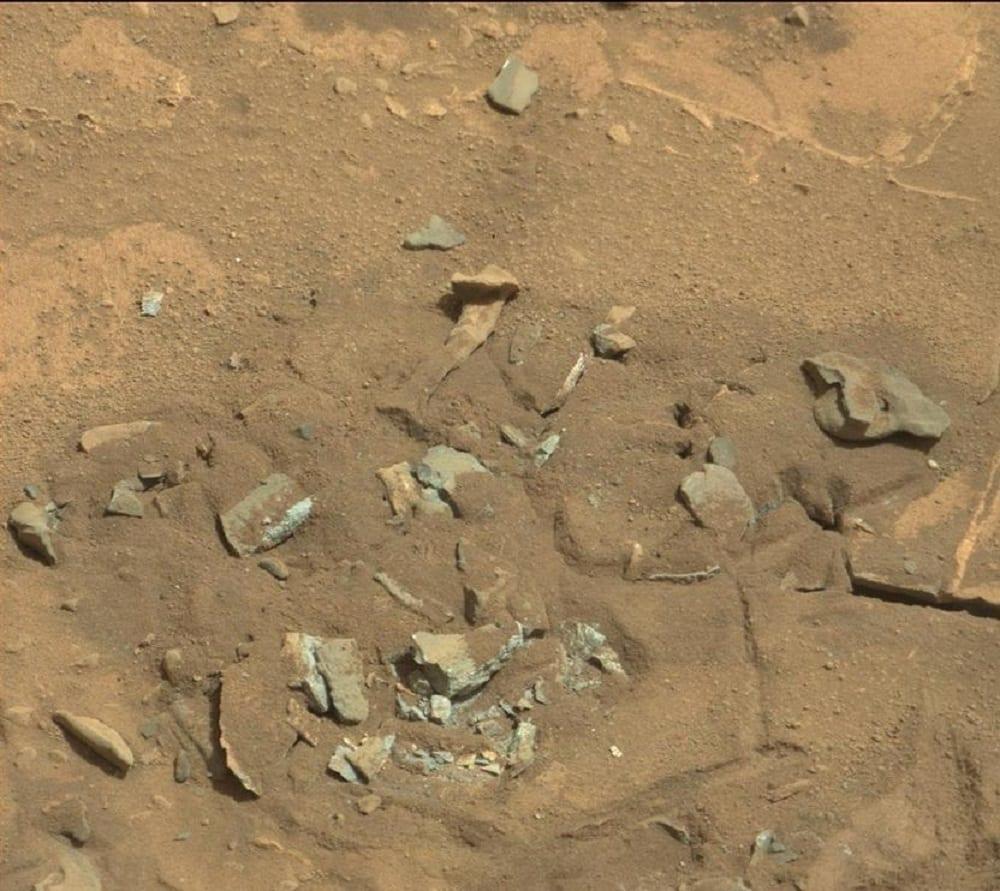 Osso umano su Marte? No, è solo un sasso. E la foto è del 2014
