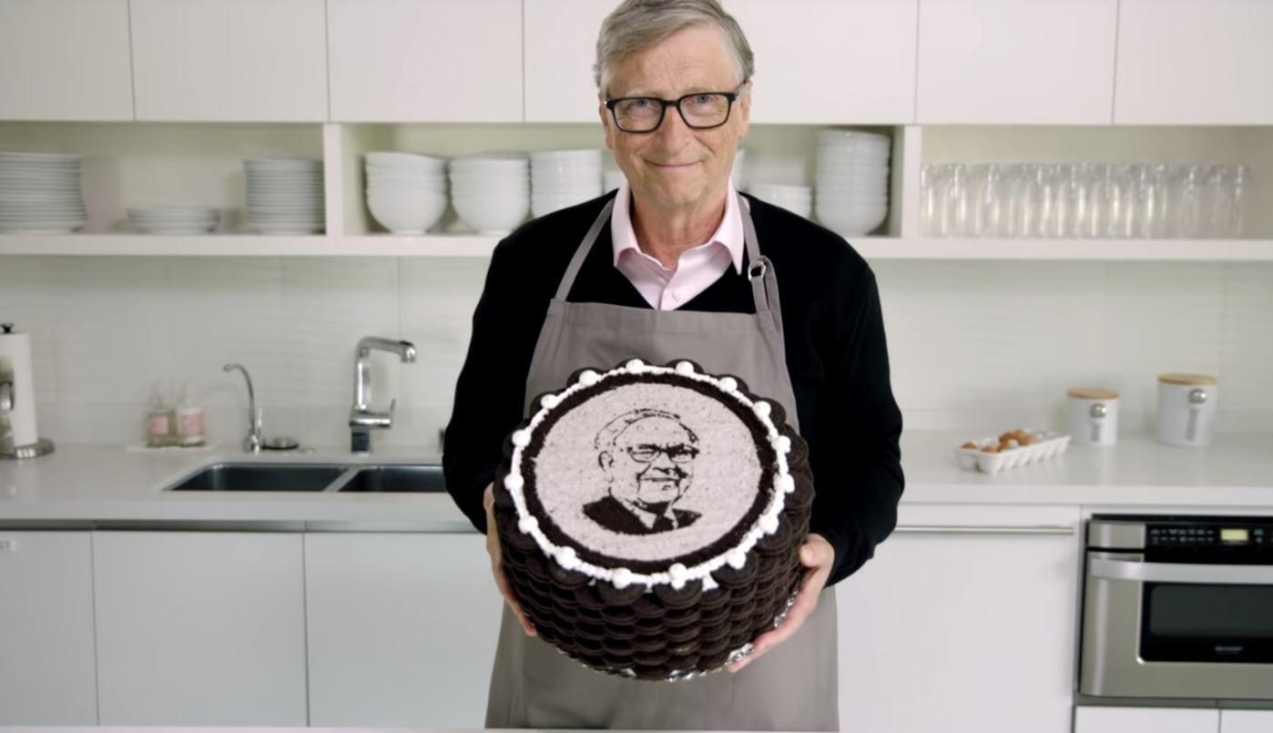 Bill Gates ha fatto gli auguri a Warren Buffett, a modo suo