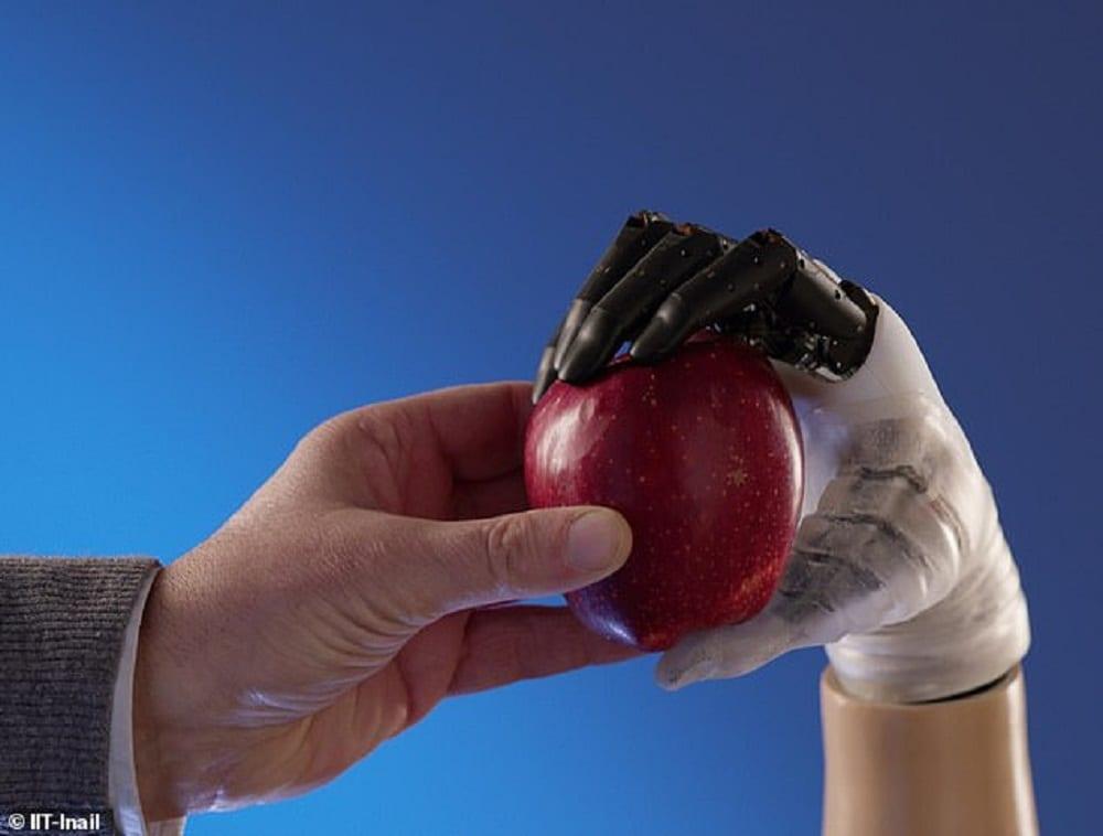 Mano protesica che ripristina il 90% delle funzionalità, arriva dall'Italia