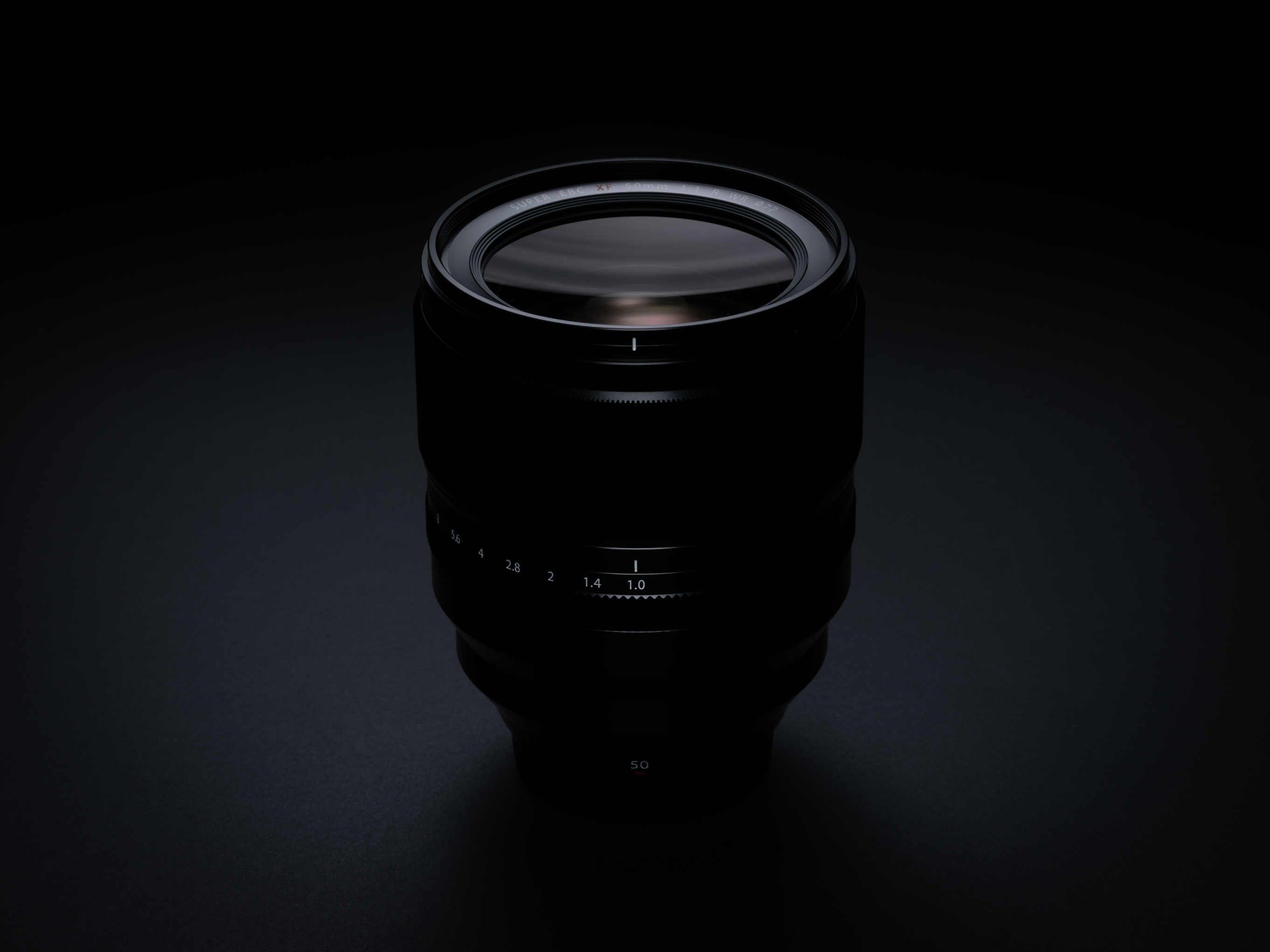 Fujifilm presenta il primo obiettivo autofocus al mondo con apertura F1.0, il Fujinon XF50mm F1.0 R WR