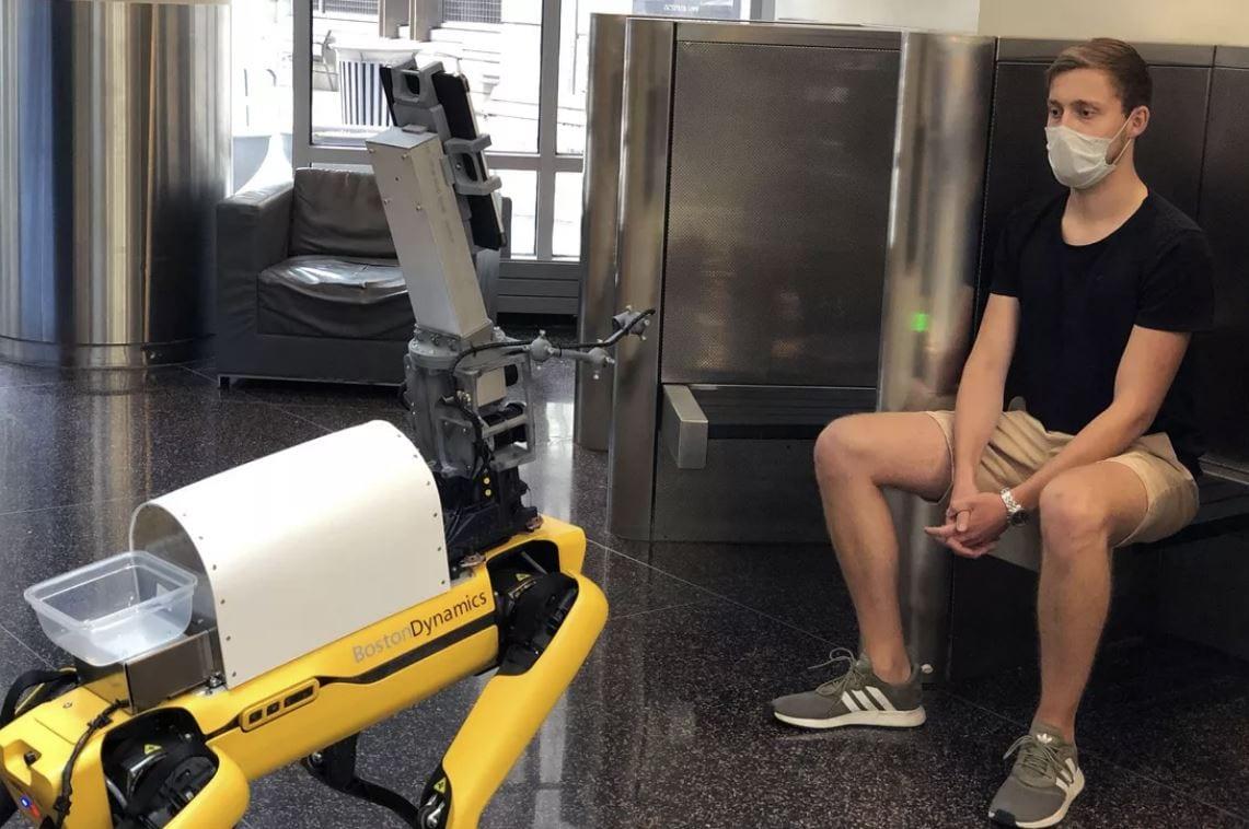 Boston Dynamics, il cane robot a servizio della lotta al covid-19 (video)