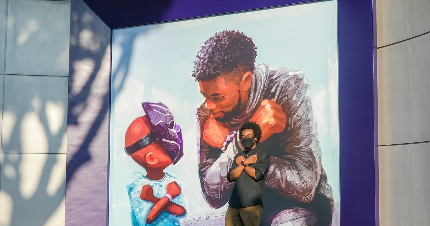 Chadwick Boseman: a Disneyland un murales dedicato all'attore