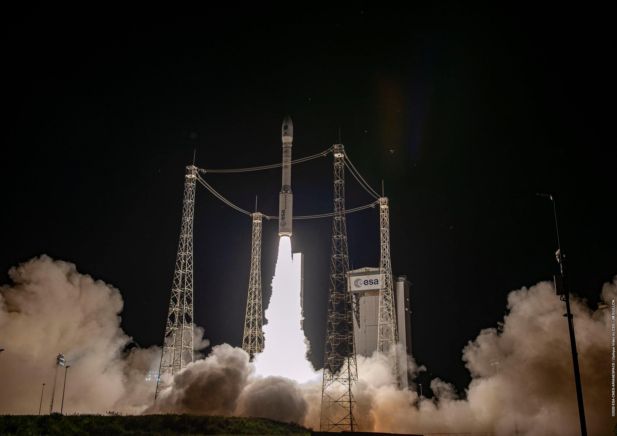 Vega è in orbita: il razzo italiano dispiega 53 satelliti