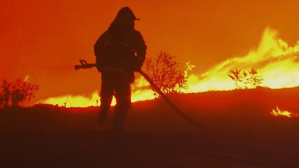 california-paradiso-in-fiamme