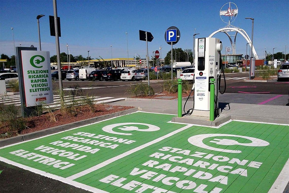 Auto elettriche, le autostrade dovranno avere una stazione di ricarica ogni 50Km