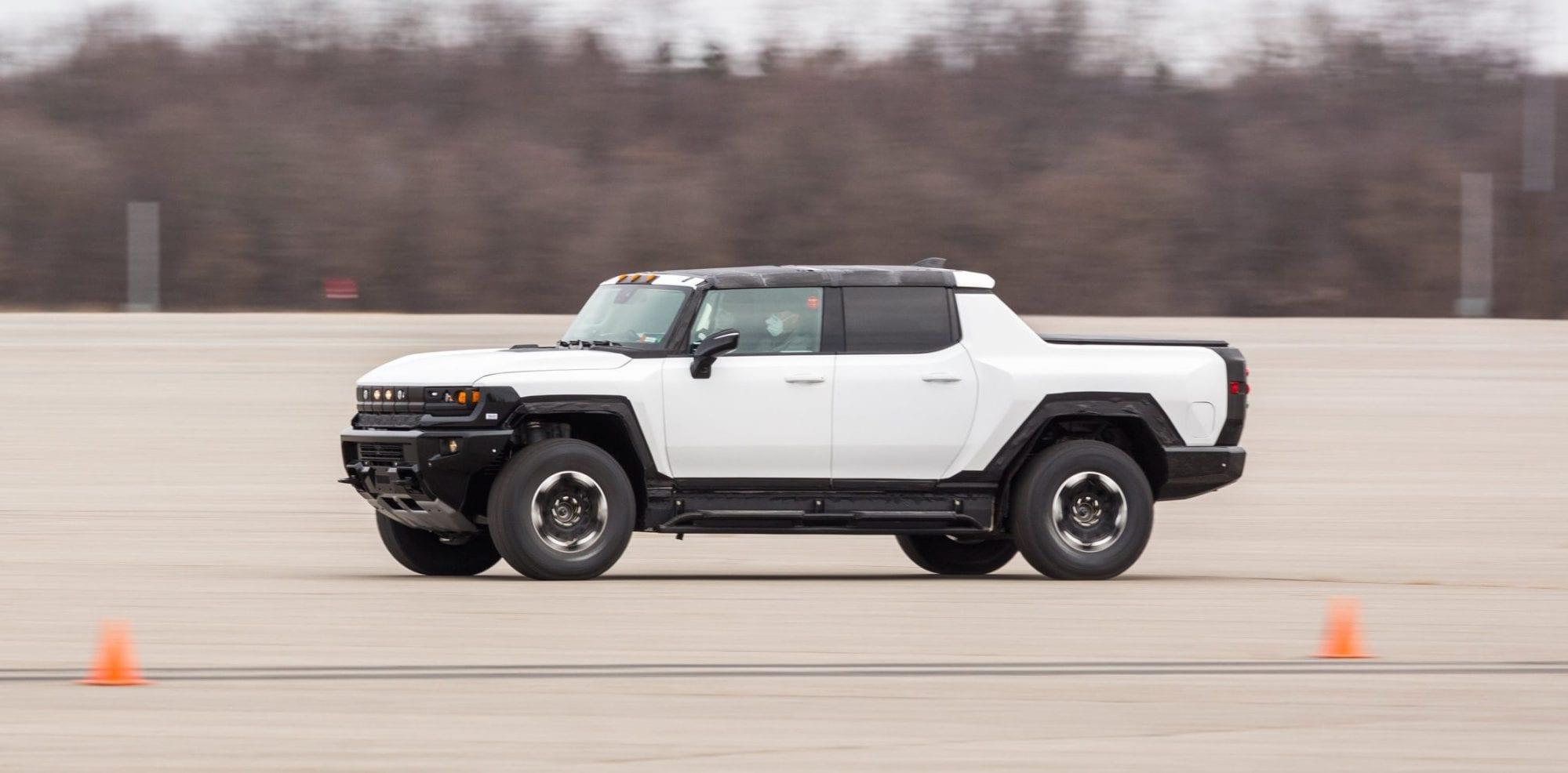 GMC Hummer EV, il super pickup elettrico si mostra in video