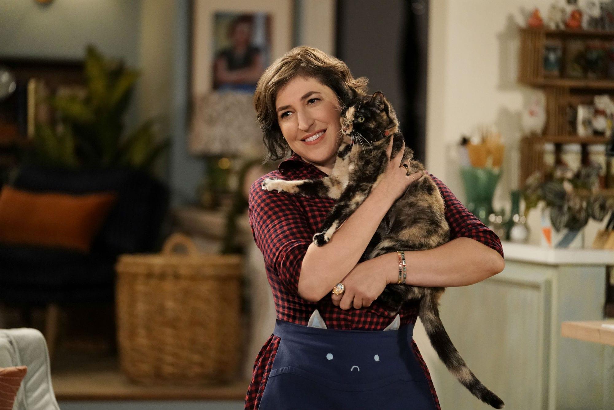 Call me Kat: il trailer della nuova sitcom con Mayim Bialik