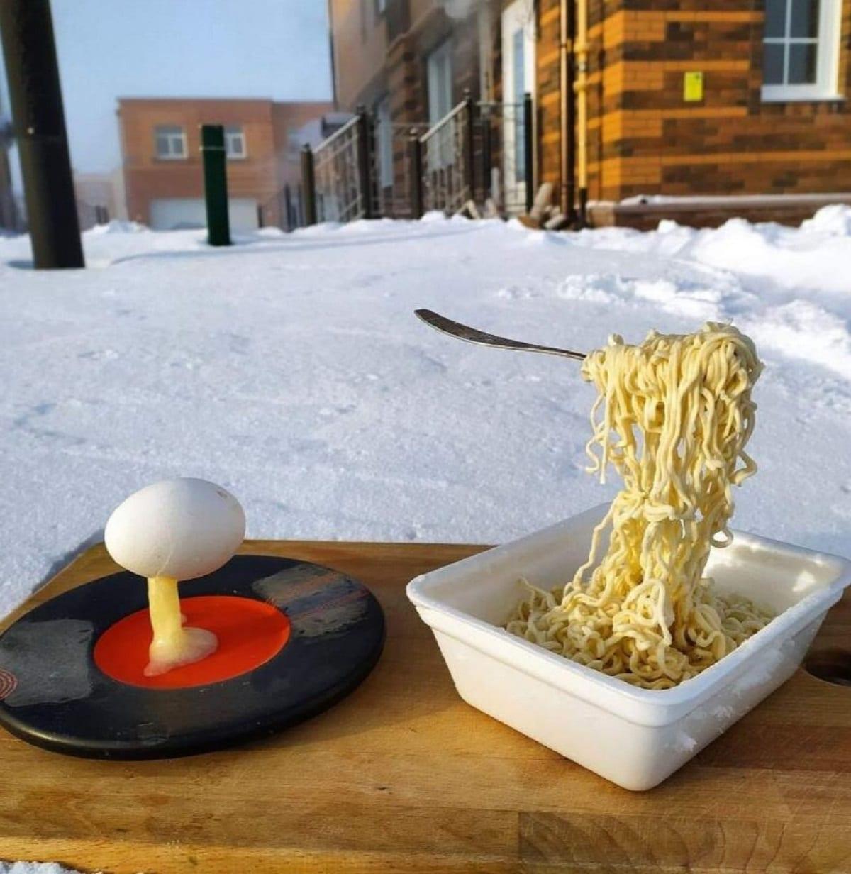 Pasta congelata a mezz'aria, lo scatto che sta facendo il giro del web