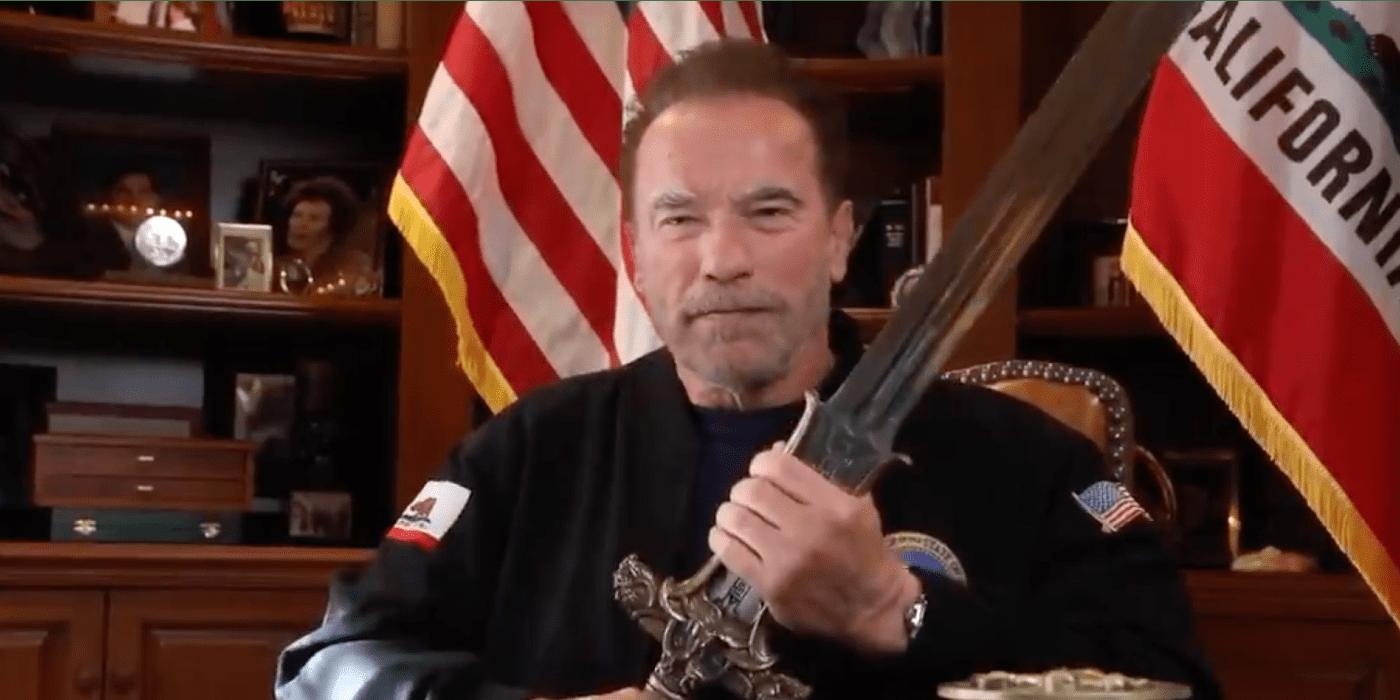 Schwarzenegger contro gli attacchi al Campidoglio con la spada di Conan
