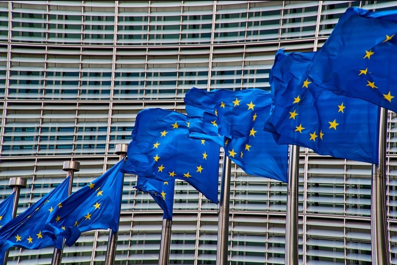 Censura, l'Unione Europea prepara regole per rimuovere contenuti in un'ora