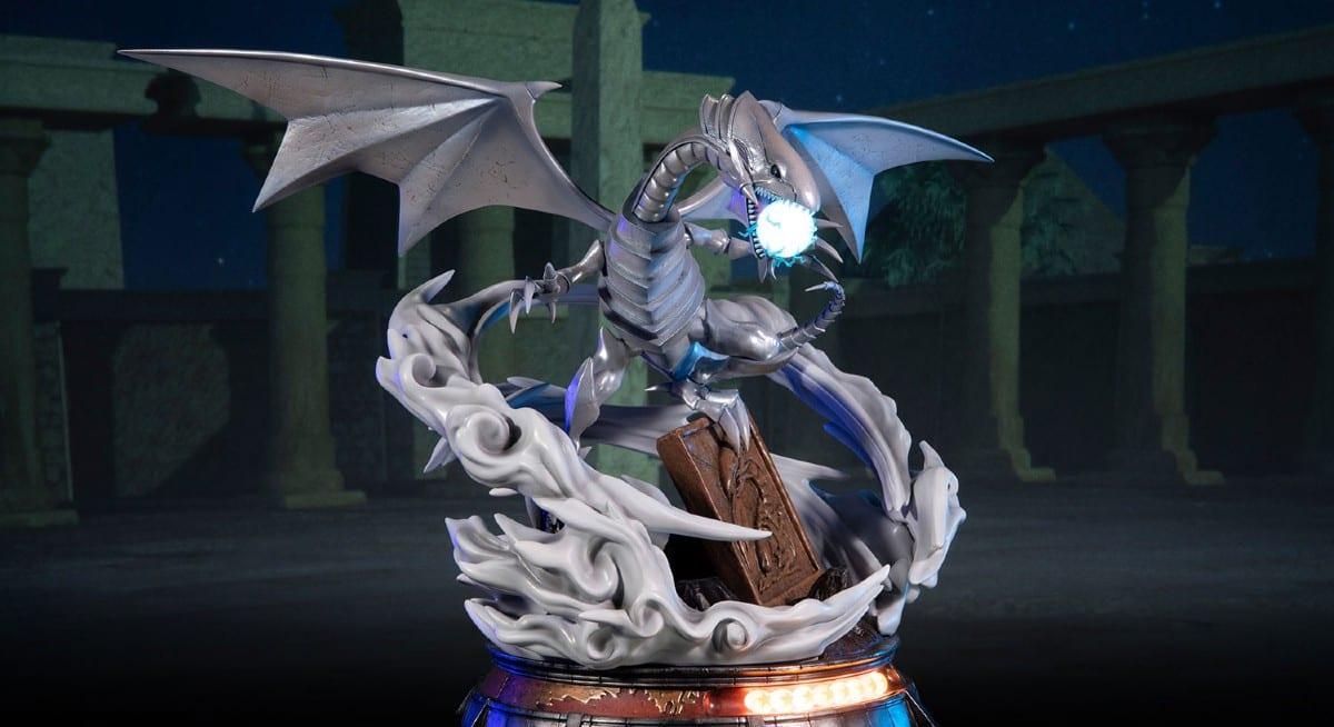Yu-Gi-Oh!: la nuova action figure del Drago Bianco Occhi Blu