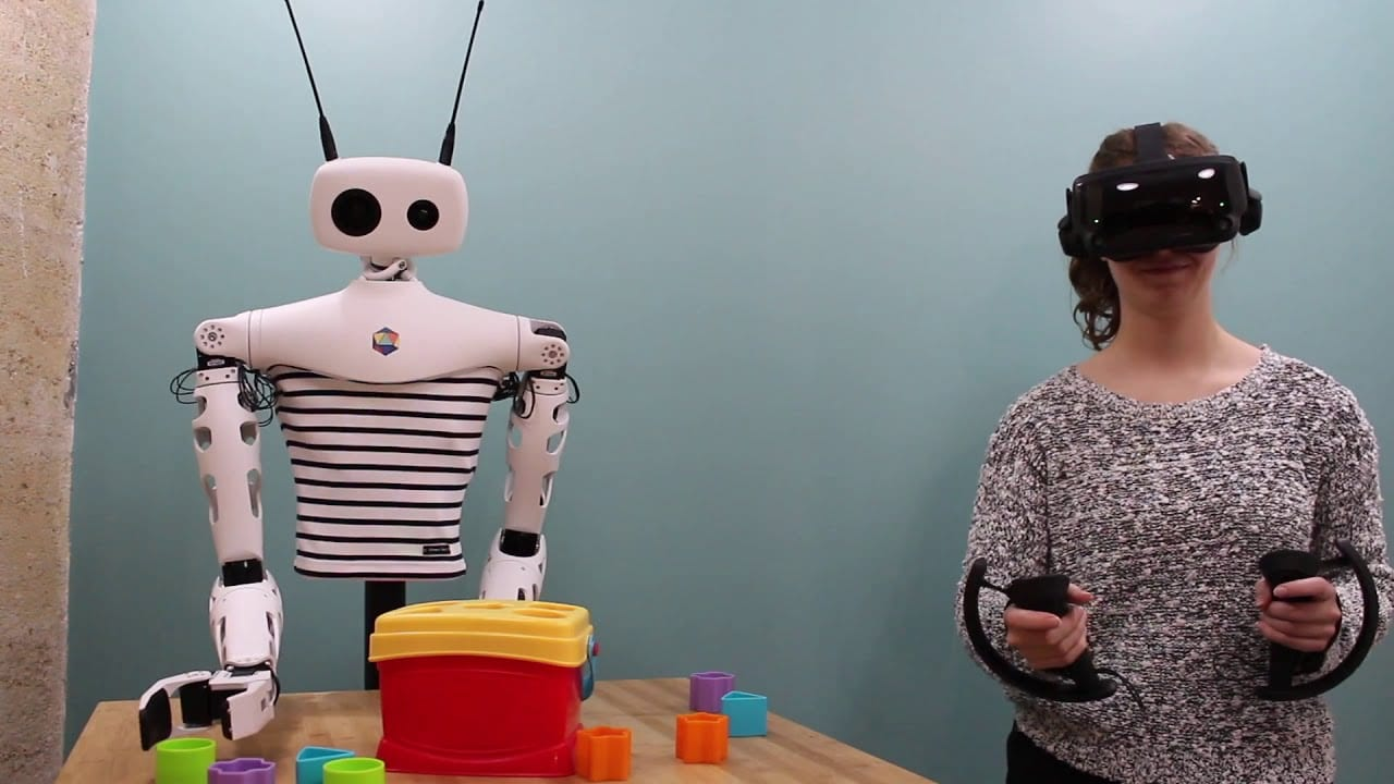 Robot controllati in VR: Reachy di Pollen Robotics fa faville
