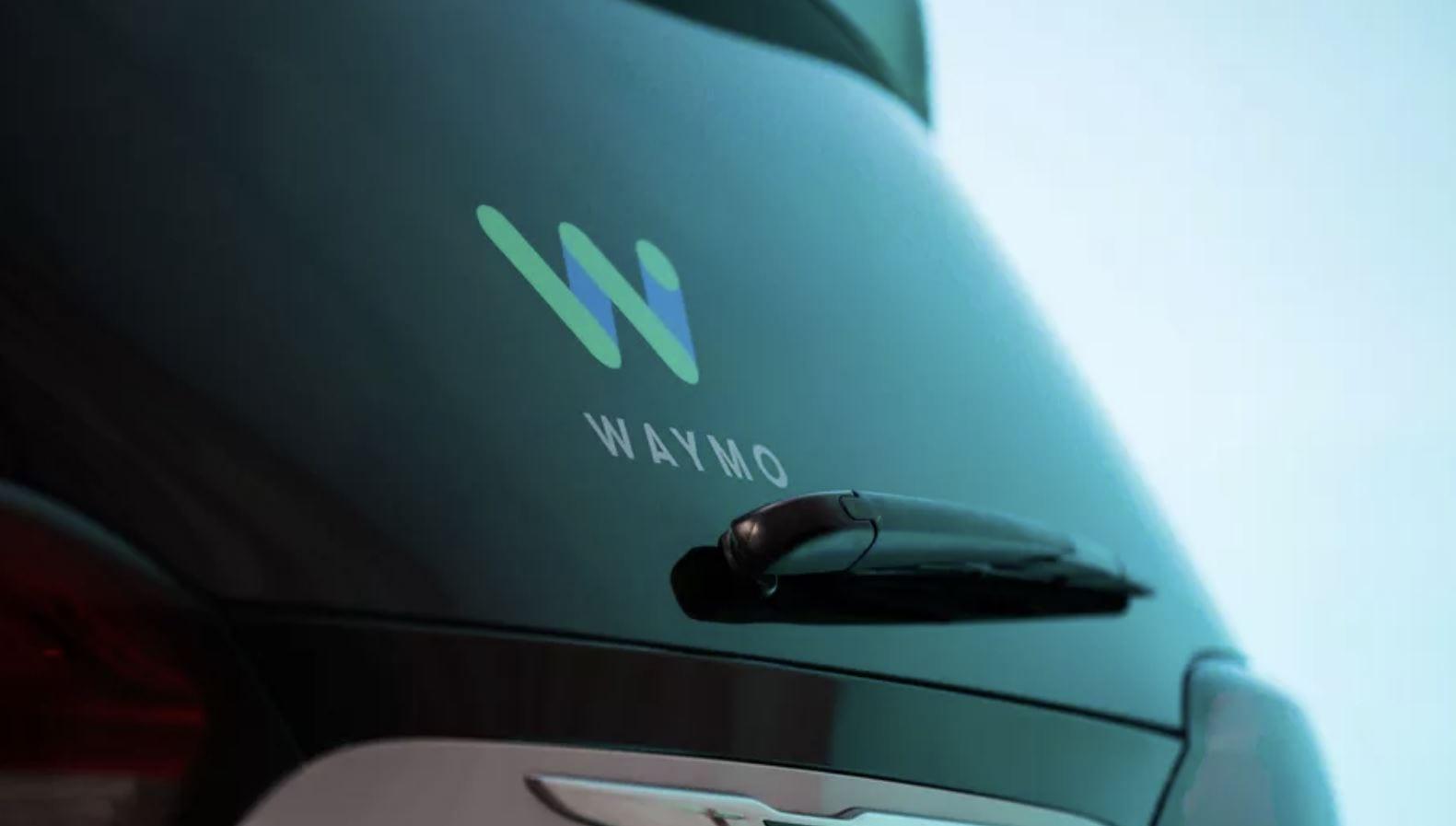 Waymo non userà più la parola 'guida-autonoma', è colpa di Tesla?