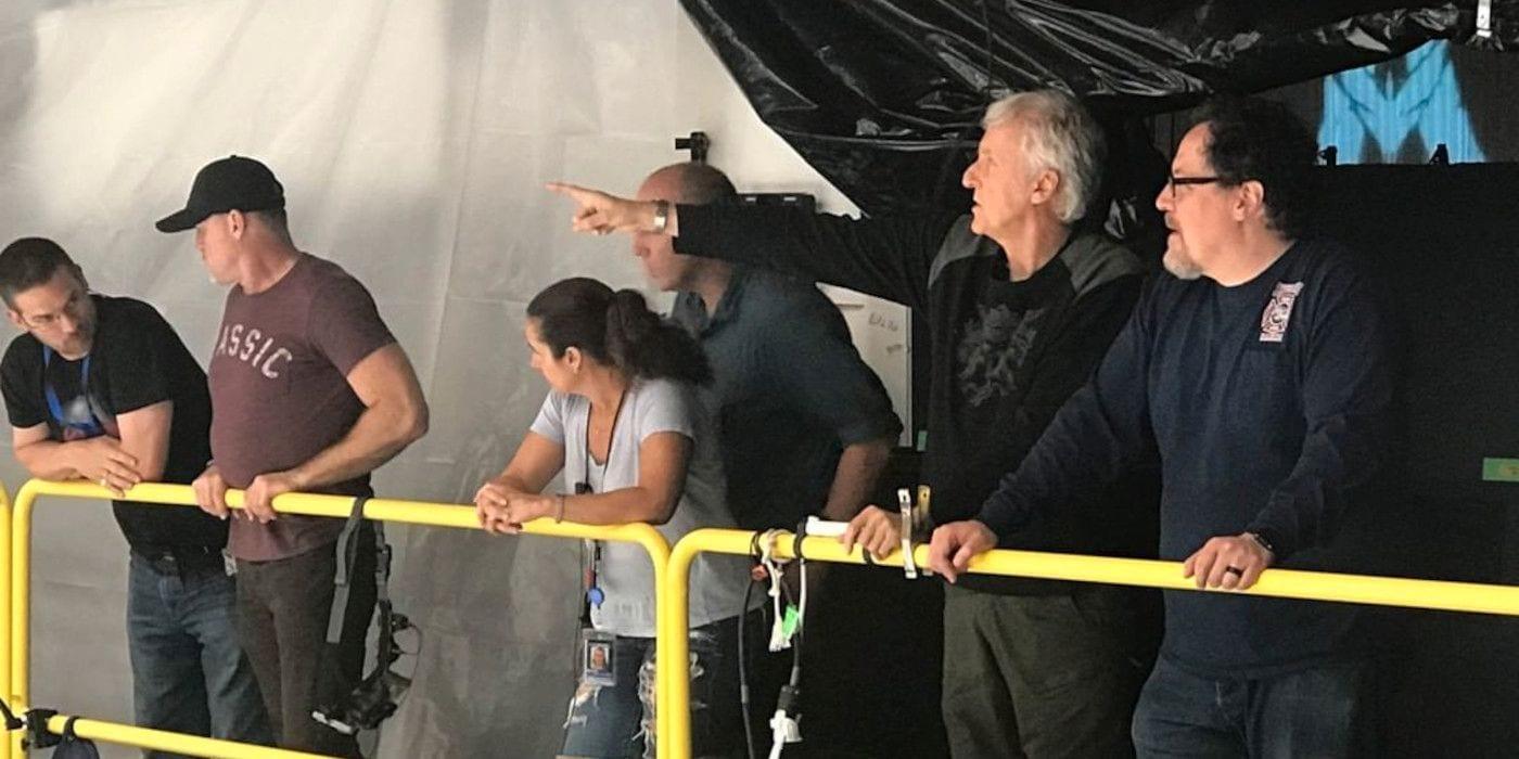 Jon Favreau visita il set di Avatar 2 di James Cameron in una nuova foto