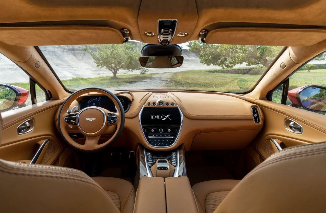 Aston Martin svela i piani per il DBX ibrido e per la nuova Valhalla