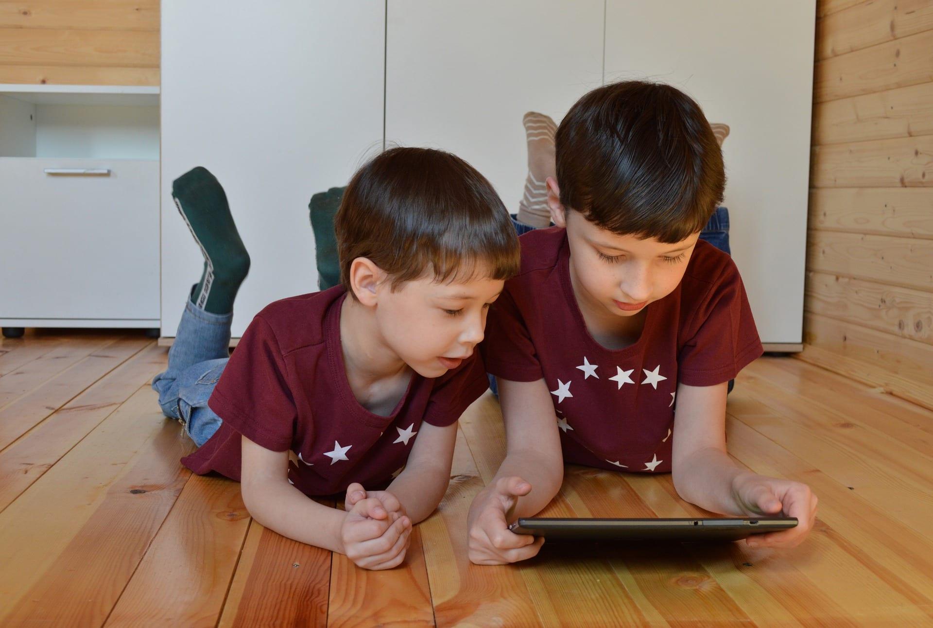 Cyberbullismo e iperconnessioni, i minori italiani patiscono di più la Rete
