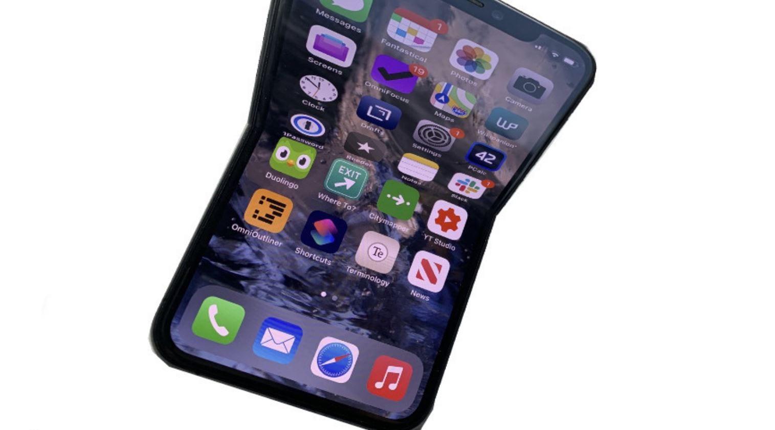 L'iPhone pieghevole sarebbe pronto a debuttare nel 2023