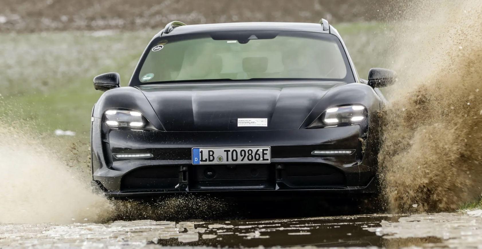 Porsche Taycan Cross Turismo: l'elettrica di Stoccarda non ha paura di sporcarsi (video)