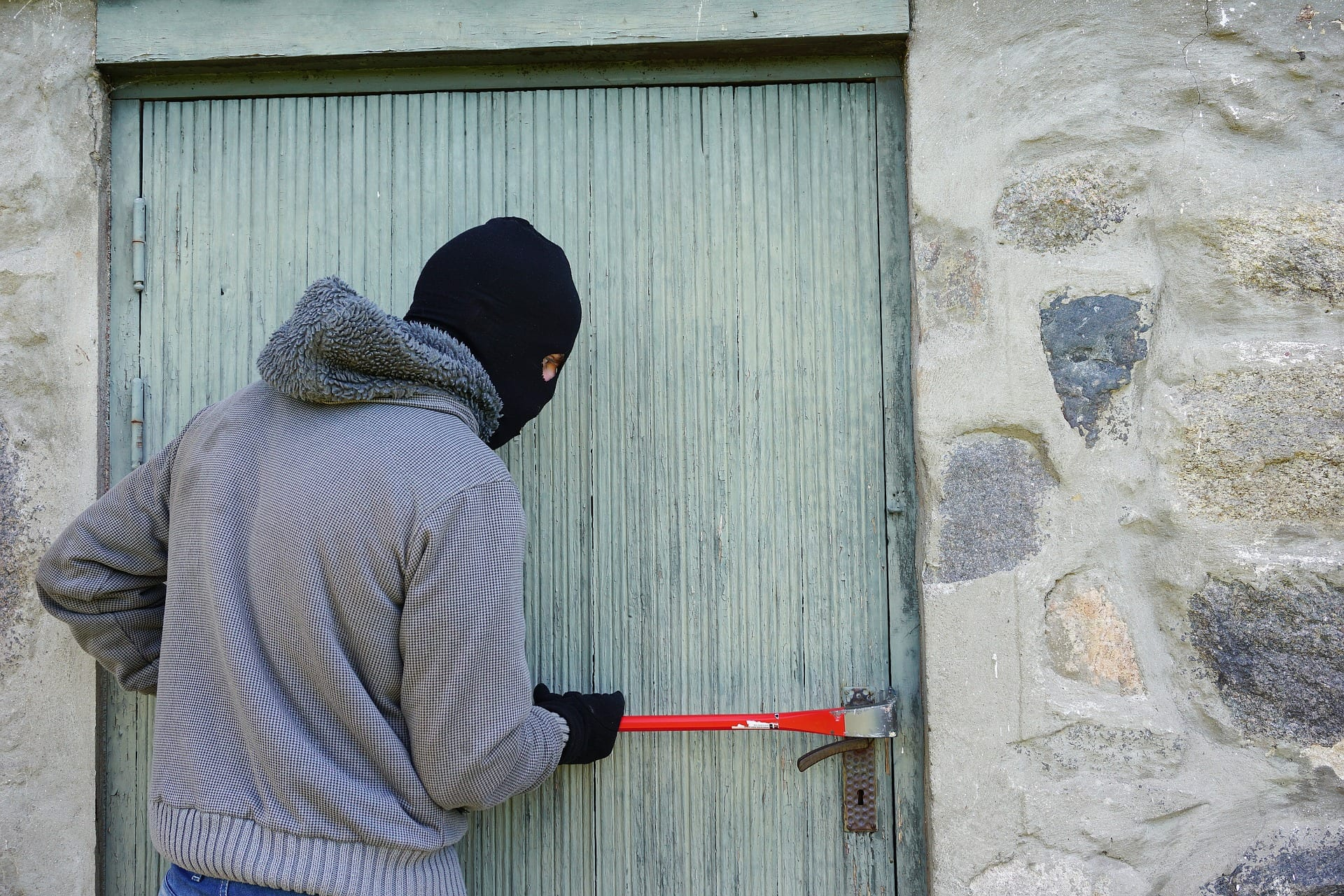 Milano, dei ladri colpivano le case dei VIP spiandoli su Instagram