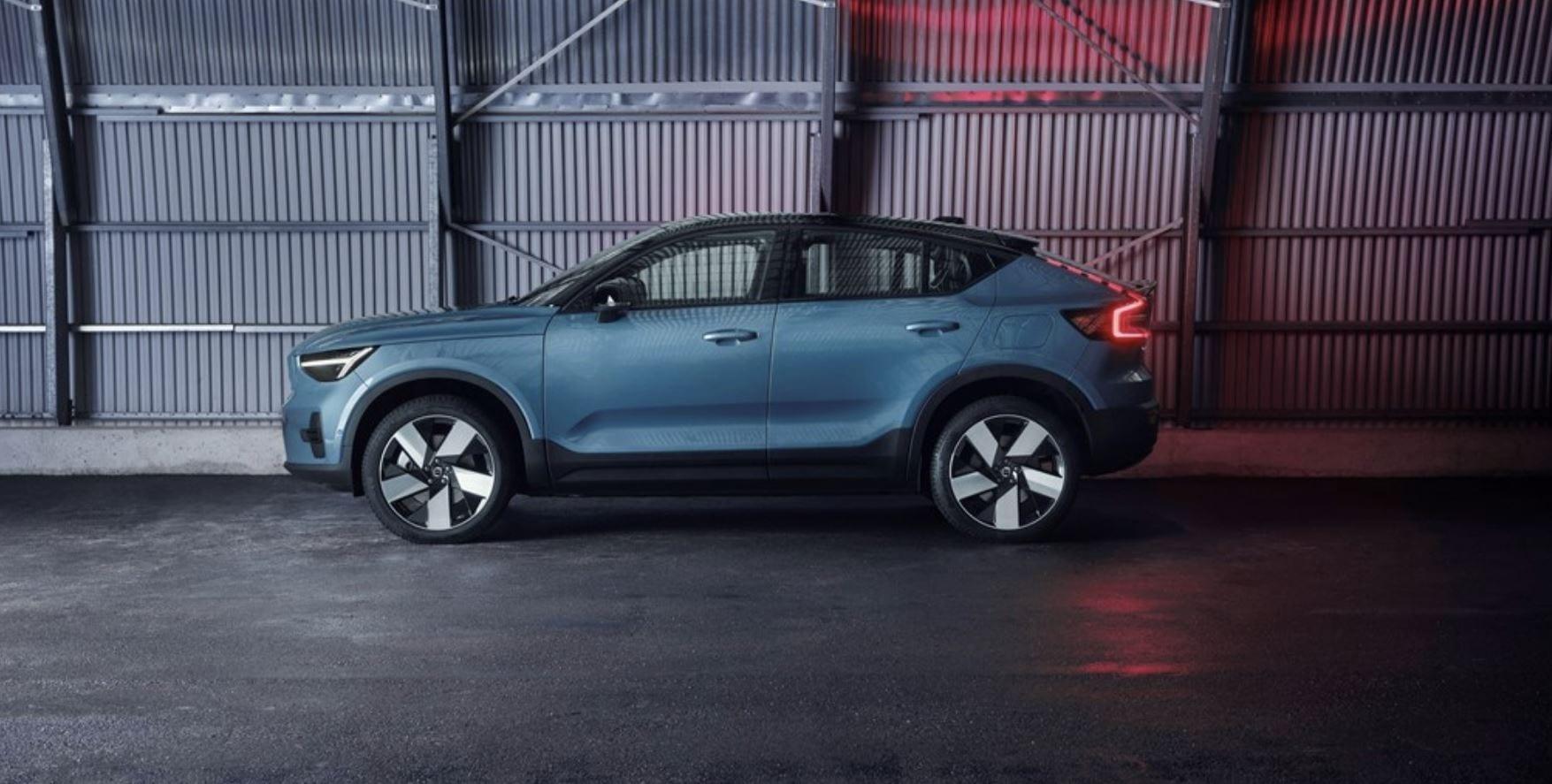 Volvo ha presentato la nuova C40 Recharge, un SUV elettrico che si acquista solo online
