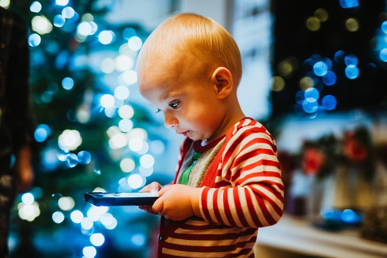 minore smartphone bambino