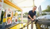 Shell, perfino il re delle pompe di benzina punta sulle auto elettriche