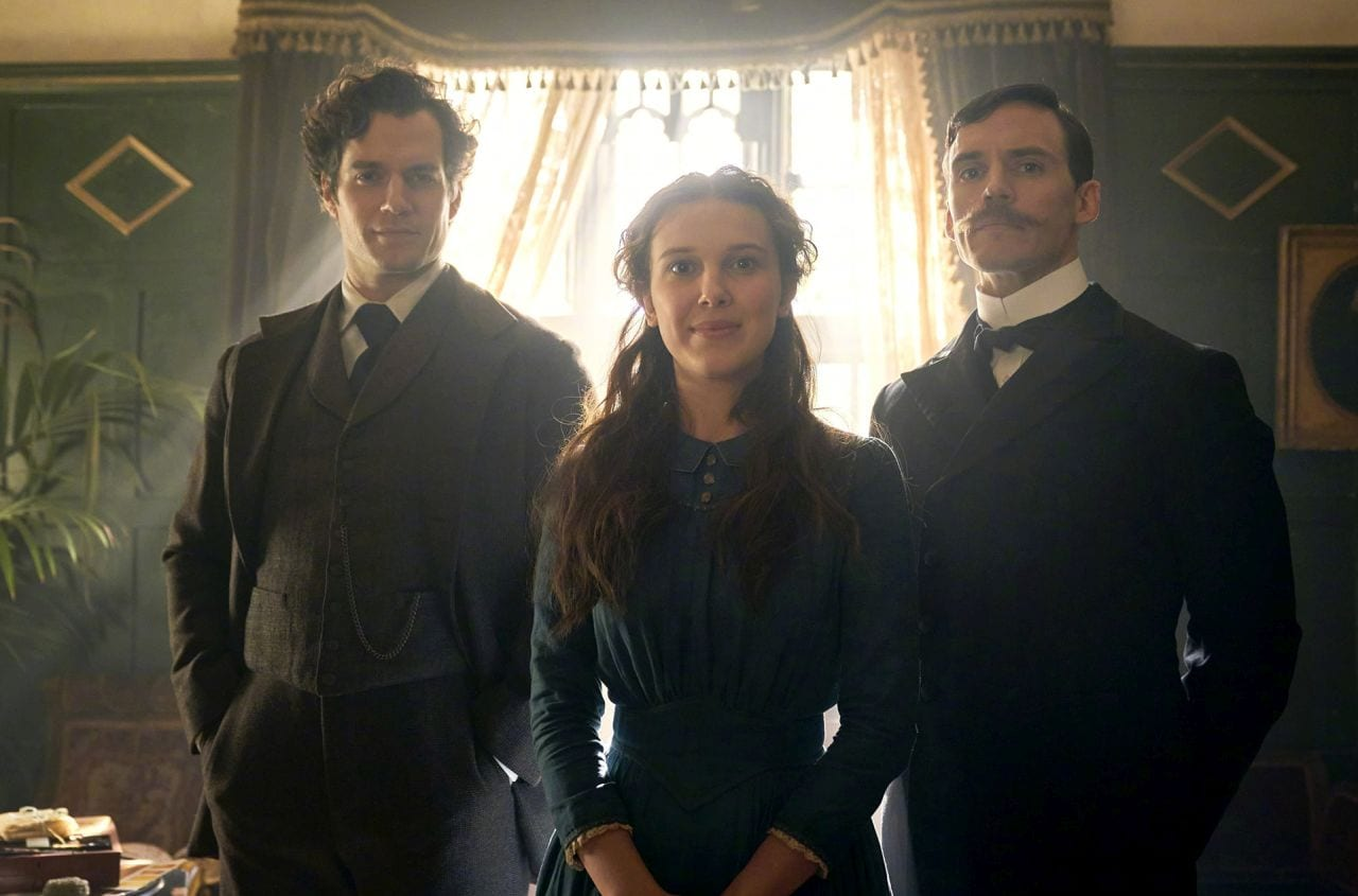 Millie Bobby Brown, Henry Cavill e Sam Clafin in Enola Holmes